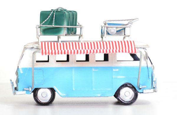 Blauwe vintage bus met koffers en vintage luifel. 15CM-415