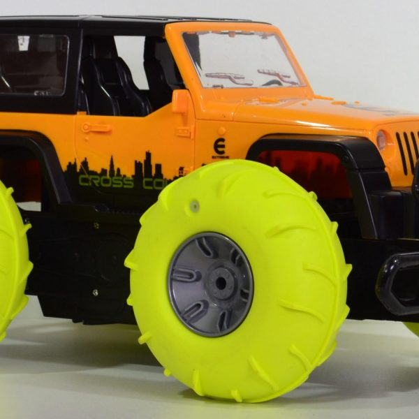 Op water rijdende jeep geel